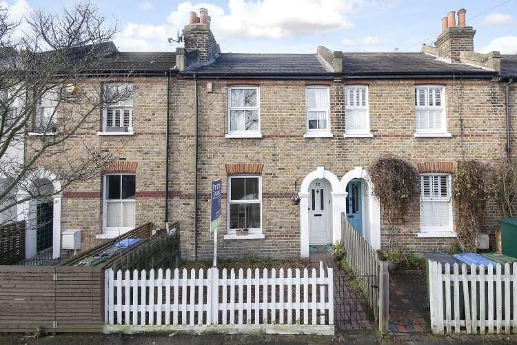 2 Bedrooms Terraced House for sale in Furzefield Road London SE3
