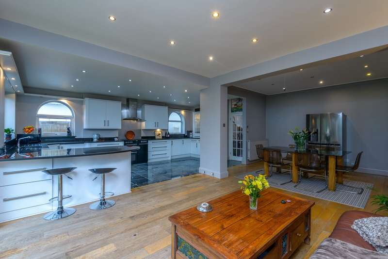 4 Bedrooms Semi Detached House for sale in Eastwood Road, Leigh-on-Sea, SS9