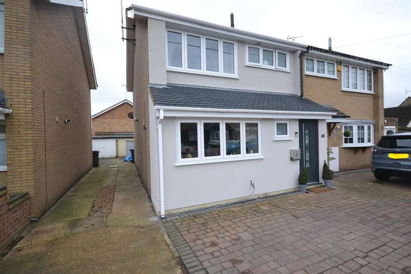 3 Bedrooms Semi Detached House for sale in Branksome Avenue, Stanford-Le-Hope