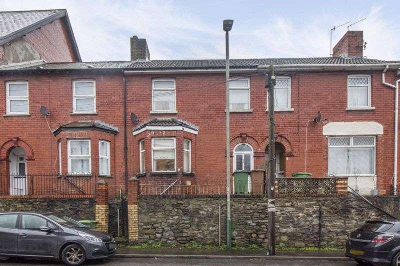 4 Bedrooms Property for sale in Risca Road Cross Keys, Newport