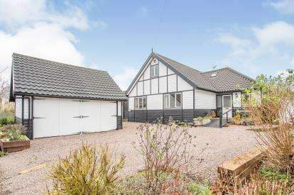 3 Bedrooms Bungalow for sale in Hoveton, Norwich, Norfolk