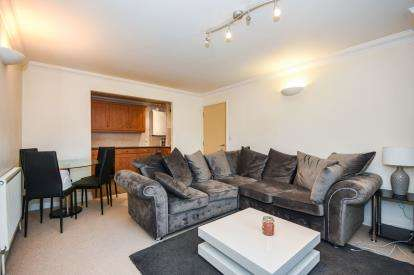 2 Bedrooms Flat for sale in 374-386 Prince Avenue, Westcliff, Essex