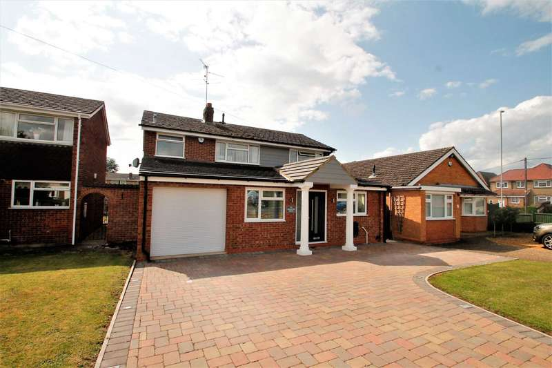 4 Bedrooms Detached House for sale in Swallow Drive, Rushden