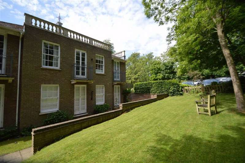 3 Bedrooms Flat for sale in Theydon Bower, Epping