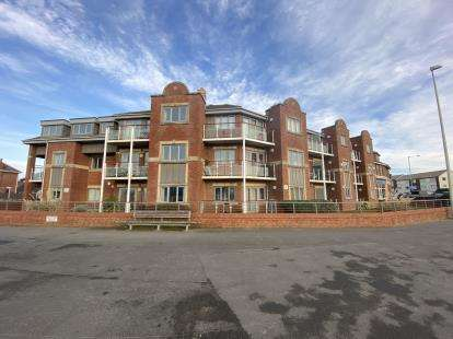 2 Bedrooms Flat for sale in The Sands, Marple Close, Blackpool, Lancashire, FY4