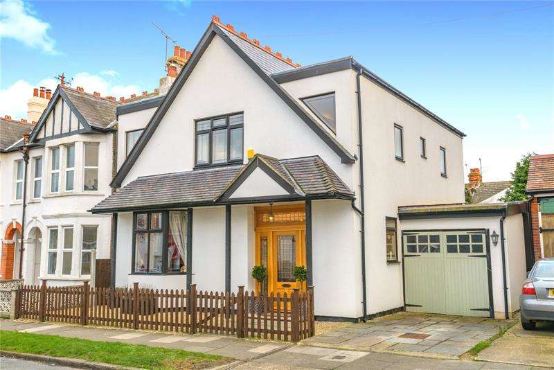 4 Bedrooms Detached House for sale in Sandleigh Road, Leigh-on-Sea, Essex, SS9