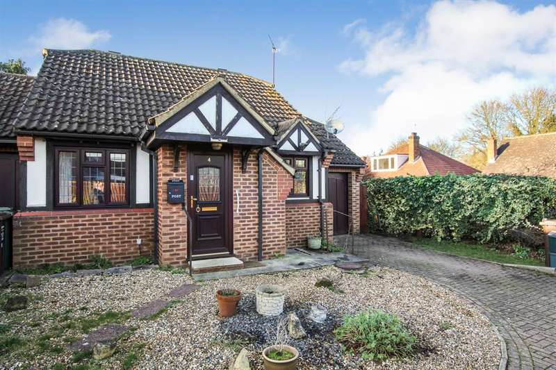 2 Bedrooms Bungalow for sale in Grovebury Gardens, Park Street, St. Albans