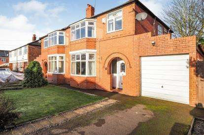3 Bedrooms Semi Detached House for sale in Maple Grove, Worsley, Manchester, Greater Manchester
