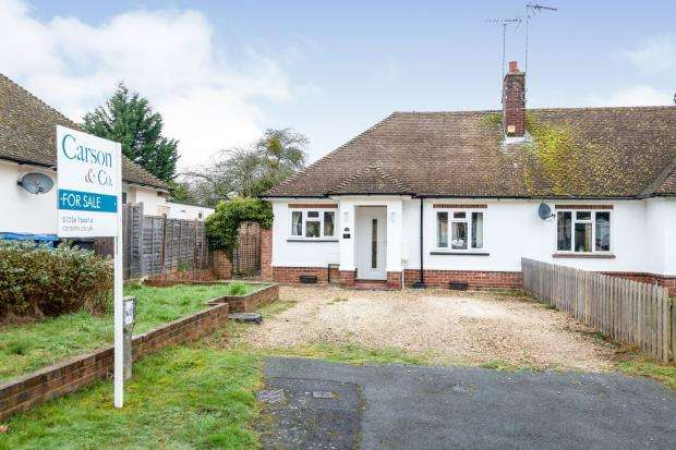 2 Bedrooms Bungalow for sale in Hook, Hampshire