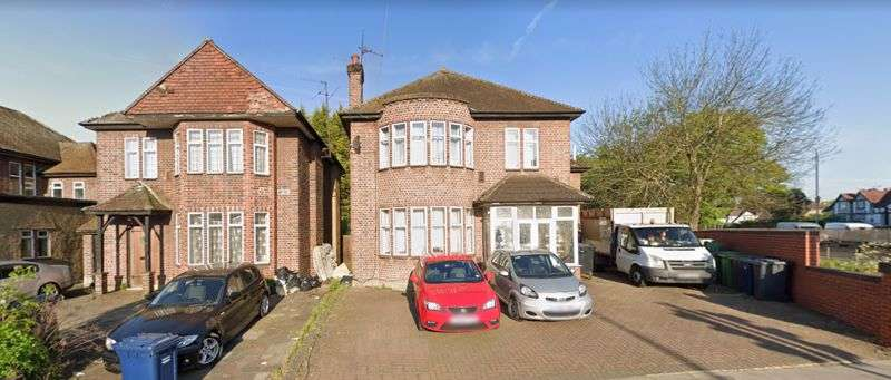 8 Bedrooms Property for sale in Edgwarebury Lane, Edgware, Middlesex, HA8 8AN