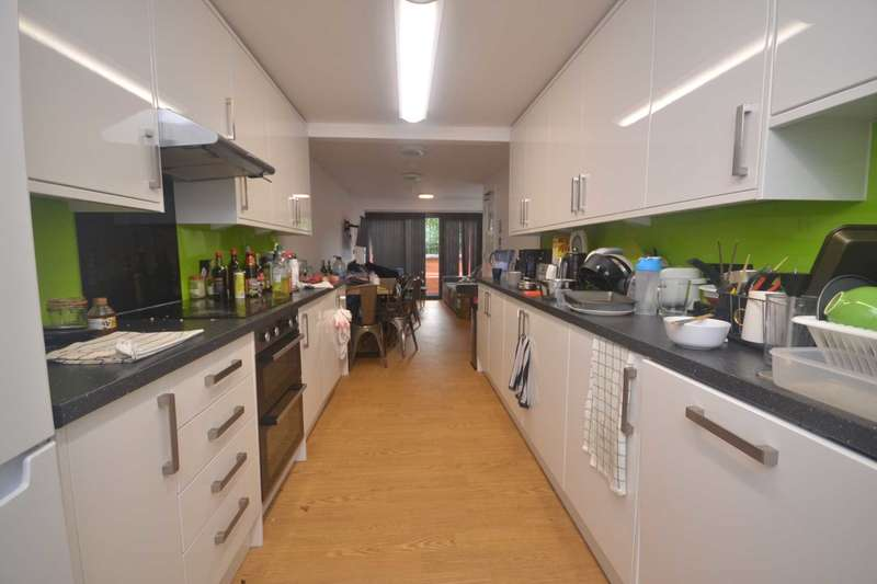 6 Bedrooms House for rent in Allcroft Road, Reading