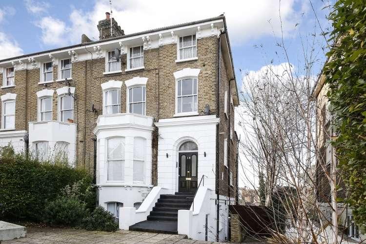 2 Bedrooms Flat for sale in Manor Park Lewisham SE13