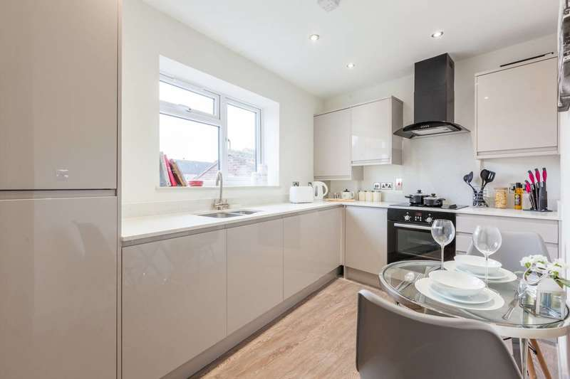 2 Bedrooms Flat for sale in The Victory, Elephant and Castle, SE17