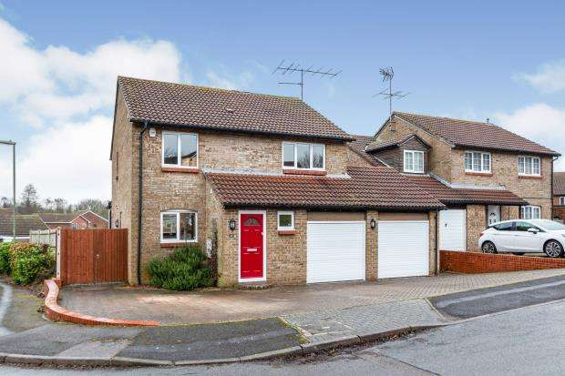 4 Bedrooms Detached House for sale in Black Dam, Basingstoke, Hampshire