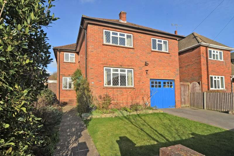 4 Bedrooms Detached House for sale in Highfield Gardens, Aldershot GU11