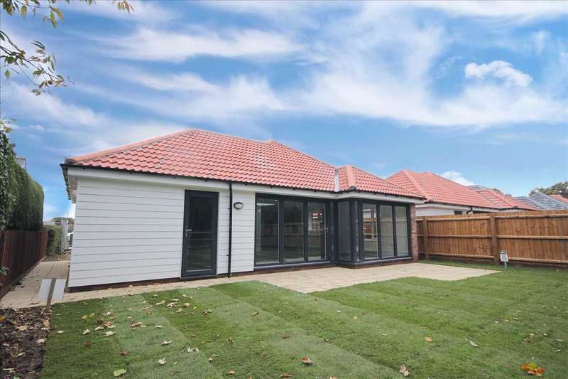 3 Bedrooms Bungalow for sale in Connaught Road, Weeley Heath