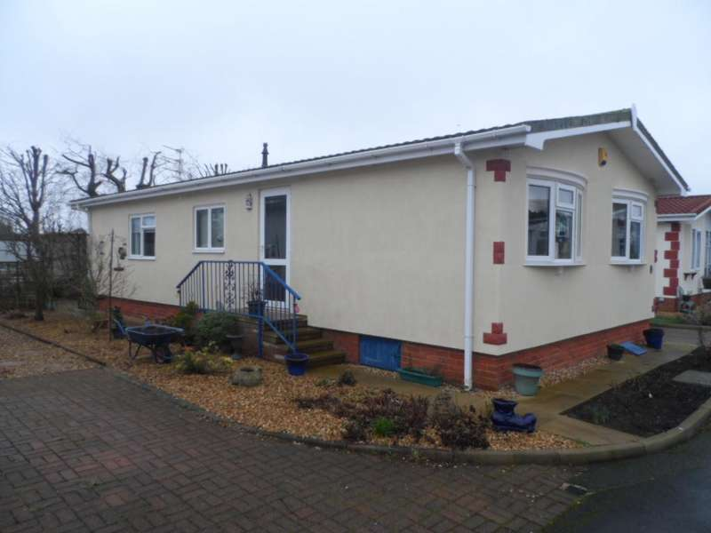 2 Bedrooms Mobile Home for sale in Willowgrove Homes Park, Poulton-Le-Fylde, FY6 0RB