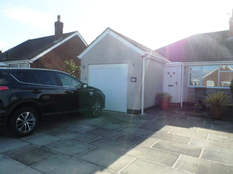 2 Bedrooms Semi Detached Bungalow for sale in Eskdale Grove, KNOTT END, FY6 0DH