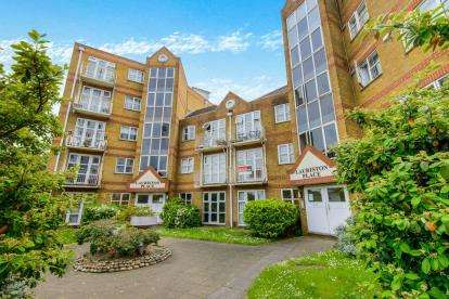 2 Bedrooms Flat for sale in 150 Southchurch Avenue, Southend-On-Sea, Essex