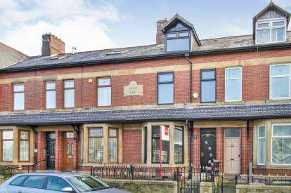 4 Bedrooms Terraced House for sale in Colne Road, Queensgate, Burnley, Lancashire