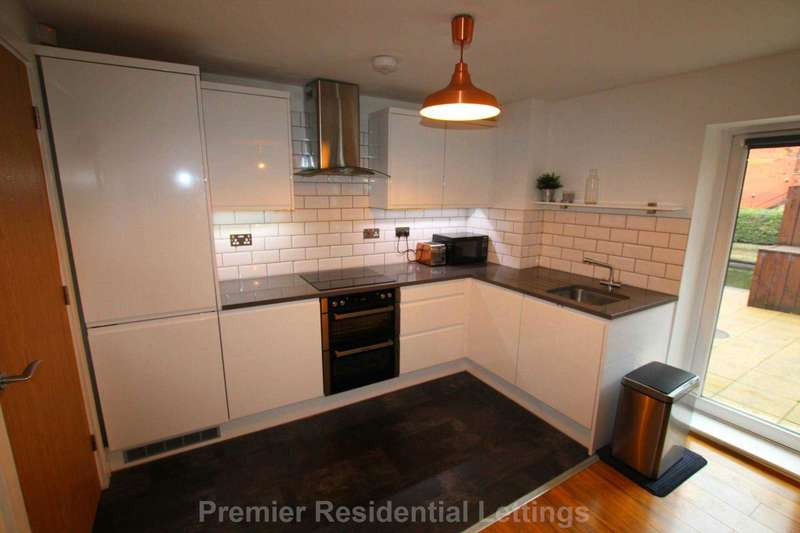 2 Bedrooms Apartment Flat for sale in Quantum Apartments, Chapeltown Street, Manchester