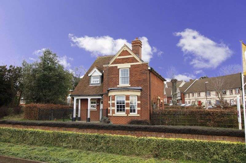 3 Bedrooms Property for sale in The School House, Dame Mary Walk, Halstead, CO9 2FF