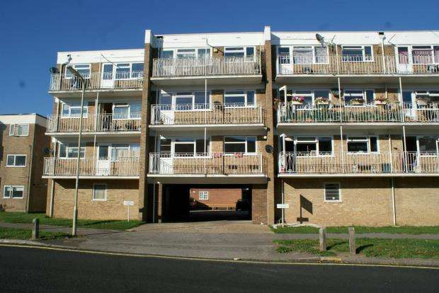 2 Bedrooms Apartment Flat for sale in Green Lane, Hayling Island