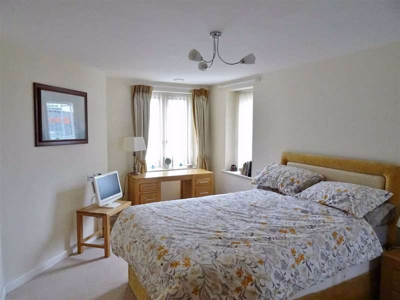 1 Bedroom Flat for sale in Somers Brook Court, Newport, Isle of Wight