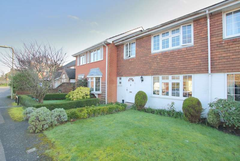 3 Bedrooms Terraced House for sale in Pennington Close, Pennington, Lymington, Hampshire