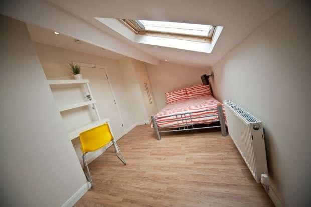 3 Bedrooms Terraced House for rent in Charnock Street, Preston, PR1