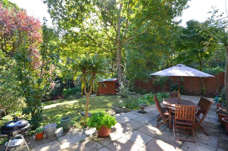 4 Bedrooms Detached House for sale in Youngwoods Way, Alverstone Garden Village