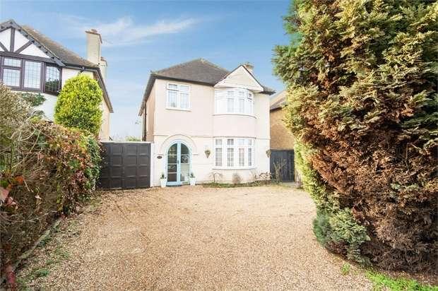 4 Bedrooms Detached House for sale in Little Bushey Lane, Bushey, Hertfordshire