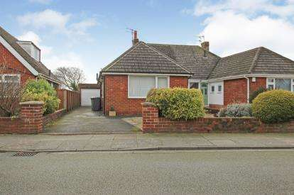 3 Bedrooms Bungalow for sale in Crosland Road North, Lytham St Anne's, Lancashire, FY8