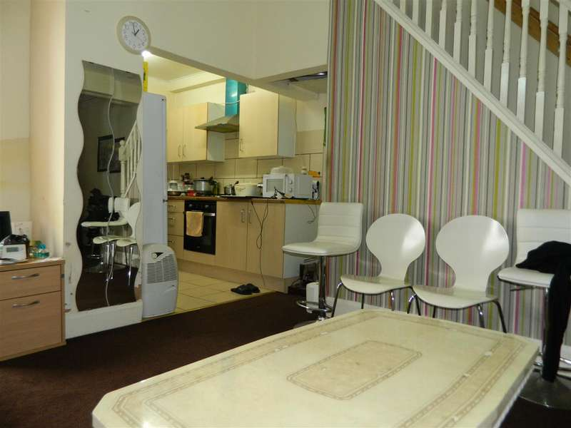 2 Bedrooms Property for sale in Holmfirth Street, Manchester
