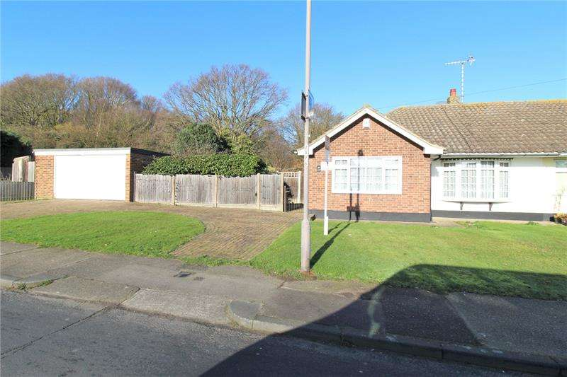 3 Bedrooms Bungalow for sale in Sandown Road, Thundersley, Essex, SS7