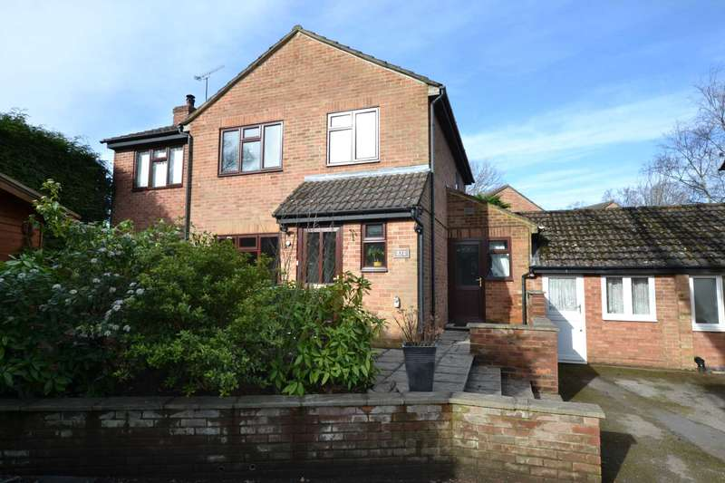4 Bedrooms Detached House for sale in Hibiscus Grove, Bordon, Hampshire, GU35