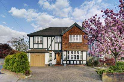 5 Bedrooms Detached House for sale in Woodland Way, West Wickham