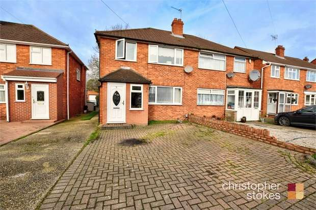4 Bedrooms Semi Detached House for sale in Warwick Drive, Cheshunt, Cheshunt, Hertfordshire