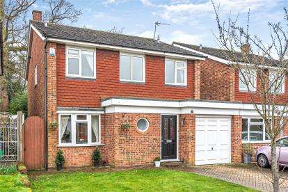 4 Bedrooms Detached House for sale in Masefield View, Orpington