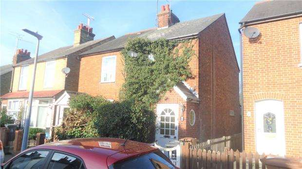 2 Bedrooms Semi Detached House for sale in Haycroft Road, Stevenage
