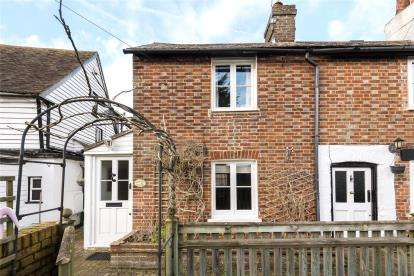 1 Bedroom Semi Detached House for sale in Church Road, Farnborough, Orpington