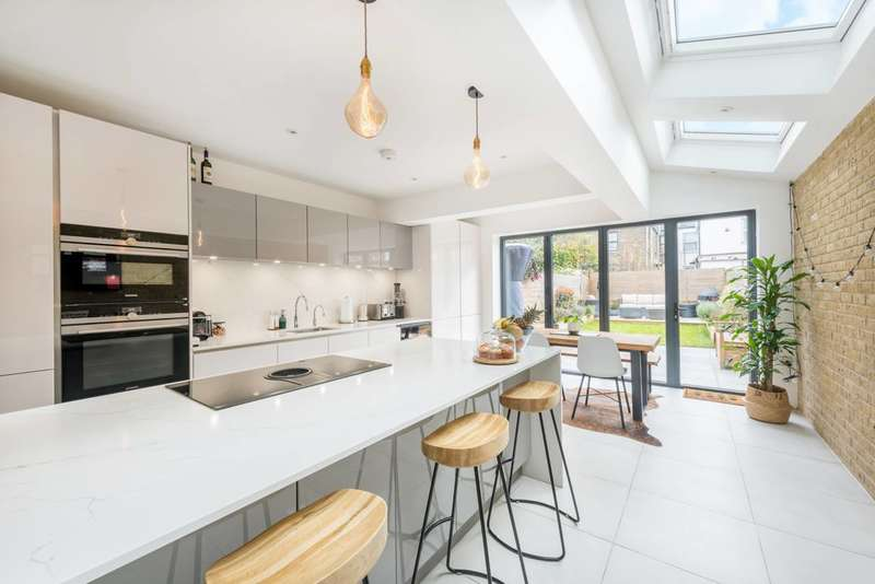 4 Bedrooms House for sale in Adelaide Road, Leyton, E10