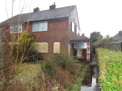 3 Bedrooms Semi Detached House for sale in Coniston Avenue, Little Hulton, Manchester, Greater Manchester