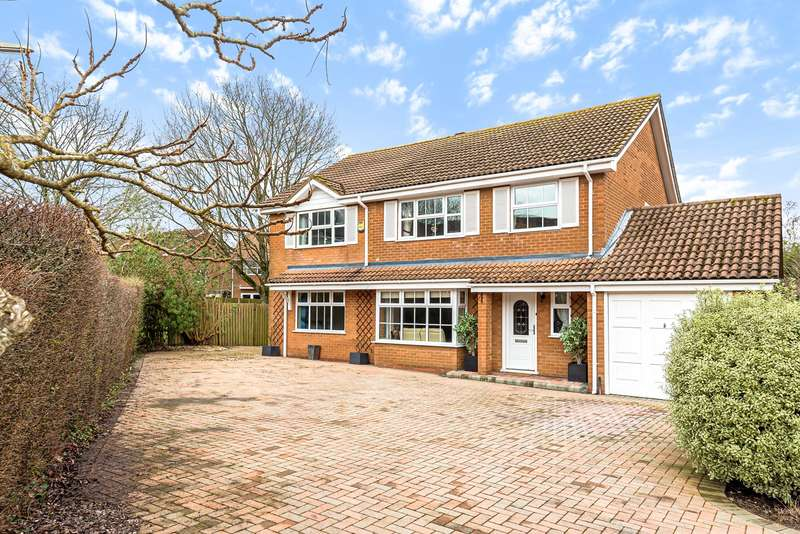 6 Bedrooms Detached House for sale in Greenbirch Close, Kempshott, Basingstoke, RG22