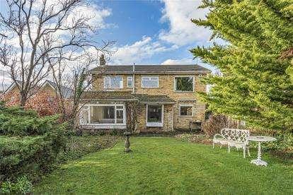 3 Bedrooms Detached House for sale in Lovibonds Avenue, Orpington, Kent