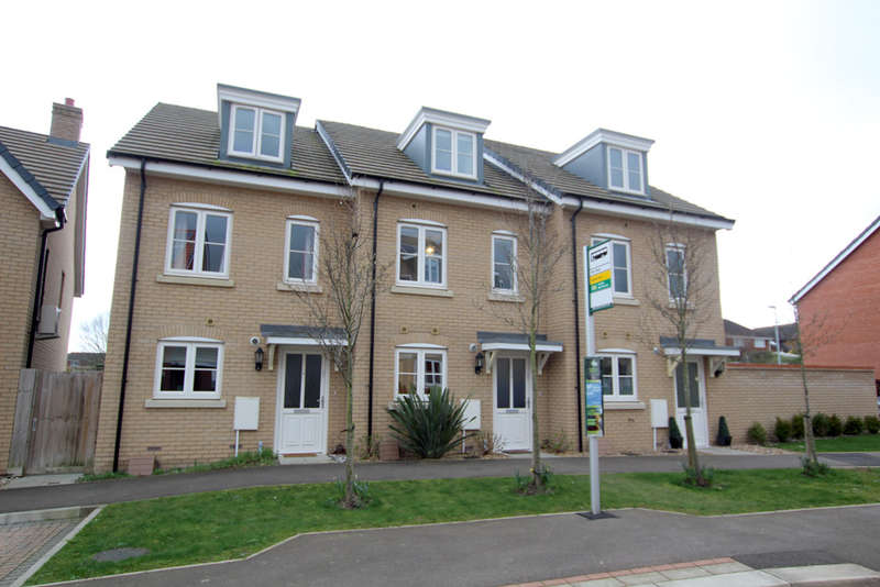 3 Bedrooms Terraced House for sale in Sassoon Drive, Royston