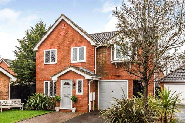 4 Bedrooms Detached House for sale in Wainwright Gardens, Hedge End, Southampton