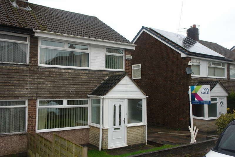 3 Bedrooms Semi Detached House for sale in 54 Rydal Avenue, Chadderton, Oldham