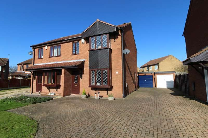 3 Bedrooms Semi Detached House for sale in Winthorpe Close, Lincoln, Lincolnshire, LN6