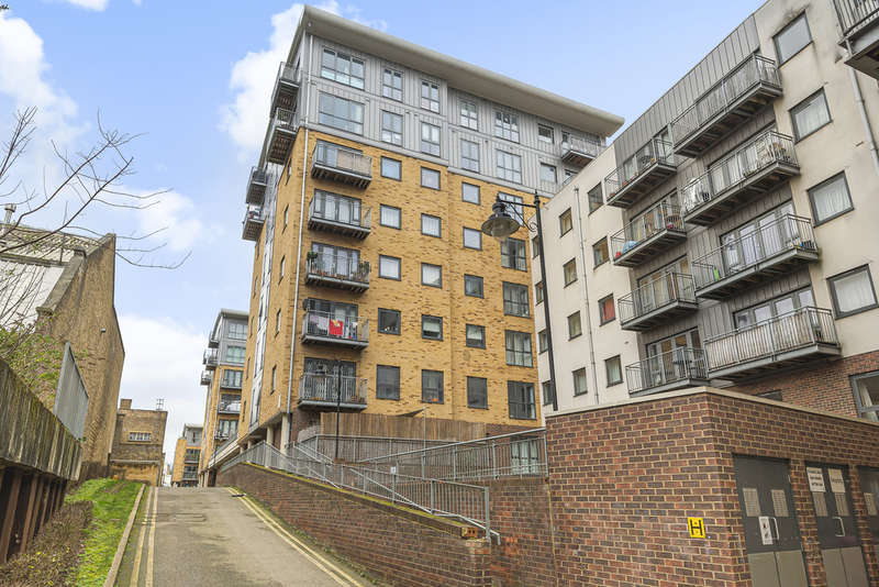 2 Bedrooms Flat for sale in Catherine House, Thomas Fyre Drive